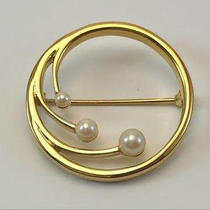 Monet Vintage Signed Gold Tone Faux Pearl Brooch